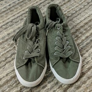 Like brand new rocket dog army green sneakers